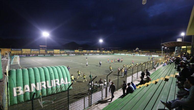 El equipo de Deportivo Petapa llevó en once partidos a tres aficionados. (Foto Prensa Libre: Edwin Fajardo)