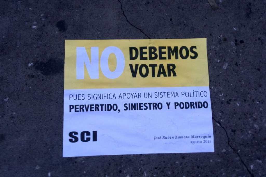 Volantes en las calles instan a no votar en las próximas elecciones.