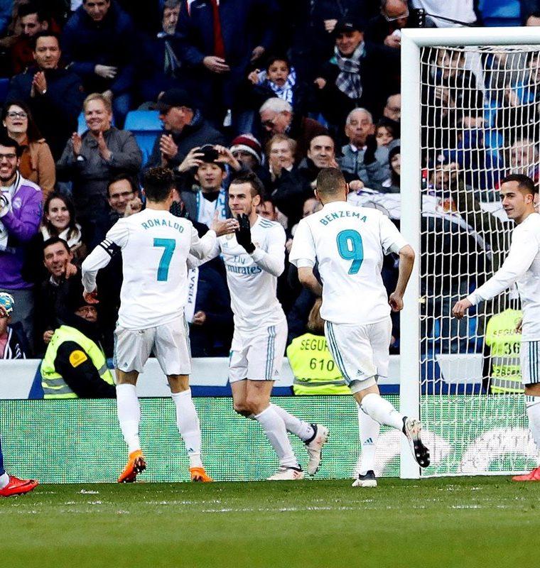 La BBC volvió a festejar sus anotaciones el 24 de febrero, en el partido frente al Alavés en el Santiago Bernabéu. (Foto Prensa Libre. EFE)