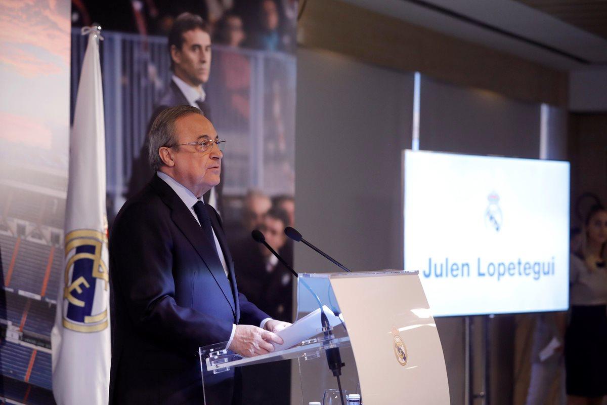 El presidente del Real Madrid, Florentino Pérez, durante su discurso en la presentación de Julen Lopetegui como entrenador del equipo merengue. (Foto Prensa Libre: EFE)