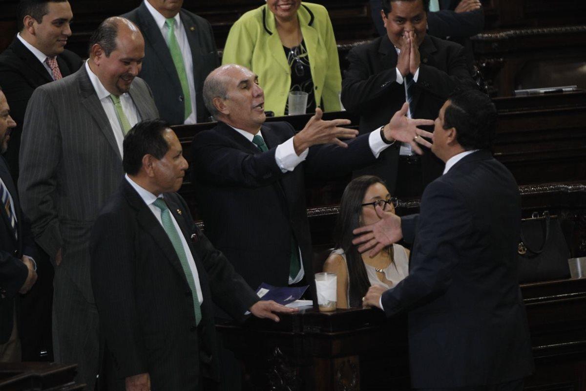 """Diputados se señalan de """"corrupto"""" y """"narcotraficante"""""""