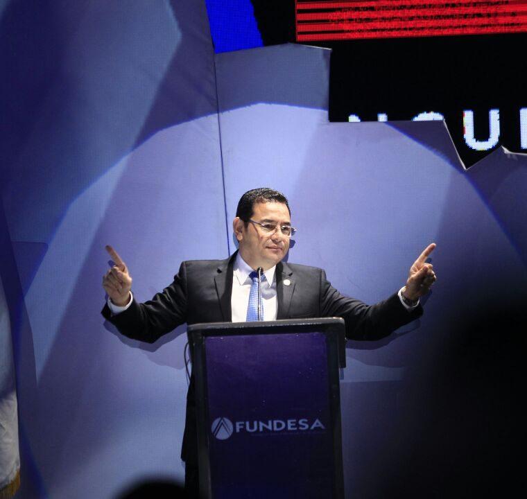 El mandatario Jimmy Morales durante su intervención en el Enade 2017. (Foto Prensa Libre: Carlos Hernández).