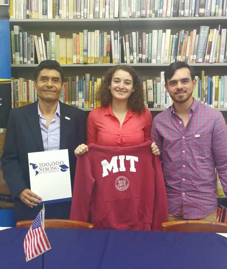 El equipo de la Universidad de Valle de Guatemala también ha sido beneficiado con las subvenciones que entrega el Fondo de Innovación de la Fuerza de 100,000 en las Américas. (Foto Prensa Libre: Ana Lucía Ola)