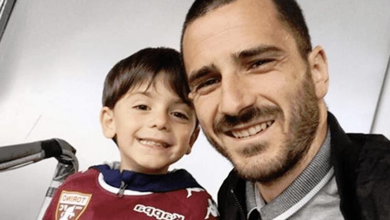 Leonardo Bonucci junto a su hijo mayor Lorenzo. (Foto Prensa Libre: Hemeroteca PL)