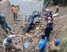 Ashlin Andrea Ramos Díaz, de 6 años, murió luego que una pared de adobe le cayó encima en la aldea Loma Alta, La Unión, Zacapa. (Foto Prensa Libre: Mario Morales)