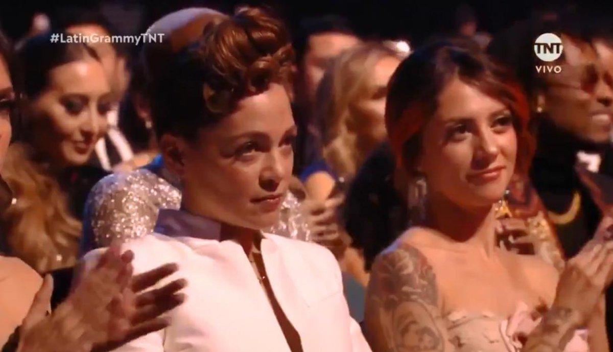 El semblante de Natalia Lafourcade, durante los Latin Grammy, se hizo viral (Foto Prensa Libre: Twitter).