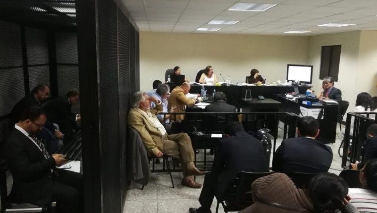 Luego de un año de juicio, el Ministerio Público pidió al tribunal condenarlos a penas de entre 5 y 28 años. (Foto Prensa Libre: Juan Diego González)