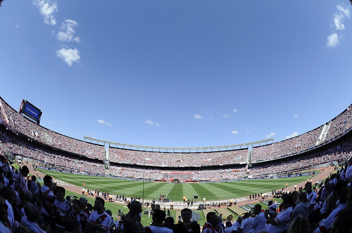 El estadio Monumental se encontraba a su máxima capacidad para la final de vuelta de la Copa Libertadores 2018. (Foto Prensa Libre: AFP)
