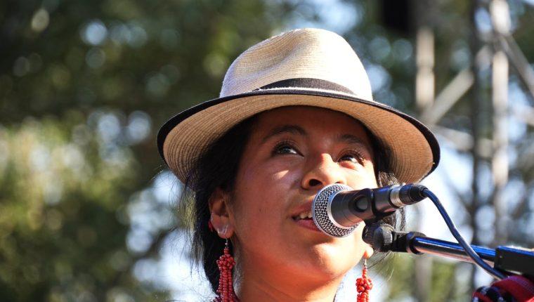 Sara Curruchich continúa promoviendo su música en Europa (Foto Prensa Libre: Cortesía / Fabio Batby).