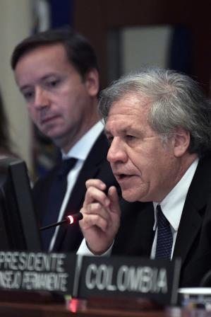 Luis Almagro habla durante la primera sesión del Consejo Permanente de la OEA que estudia la crisis en Nicaragua. (EFE).