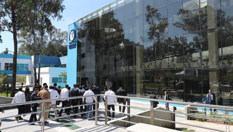 Hospital Especializado de  Villa Nueva, que durante su primera etapa solo ofreció solo consultas externas. (Foto Prensa Libre: Érick Ávila)
