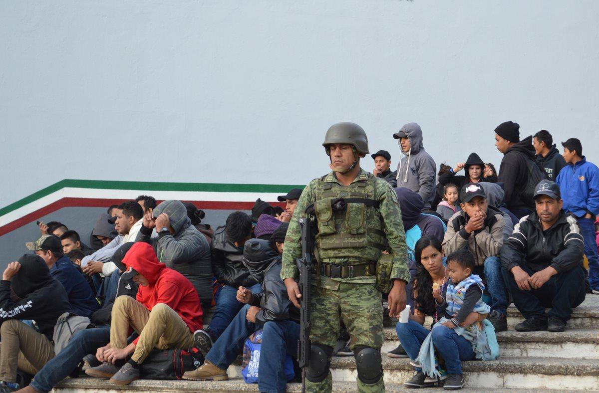 Detienen en México a guatemaltecos que viajaban con documentos falsos hacia EE.UU.