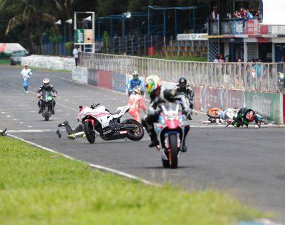 El piloto Moy Gandara explica cómo se originó al accidente en la cuarta Fecha del Campeonato Nacional de Motovelocidad. (Foto Norvin Mendoza).