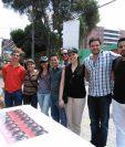Jóvenes que tiene interés en ser emprendedores e instalar su negocio participan en un reto de ventas, este domingo. (Foto, Prensa Libre: Rosa María Bolaños)