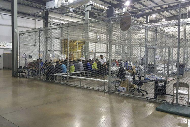Conozca el interior del Centro de Internamiento de de la Oficina de Aduanas y Protección Fronteriza en McAllen, Texas, Estados Unidos.