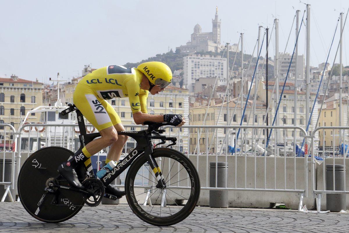 Chris Froome durante la etapa 20 del Tour de Francia. (Foto Prensa Libre: AP)