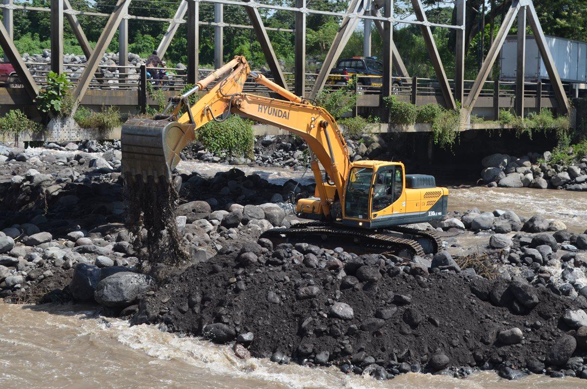Dragan río Samalá por acumulación de material volcánico