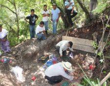 Varias osamentas fueron encontradas en Chicamán, Quiché en 2013. (Foto Prensa Libre: Hemeroteca PL)