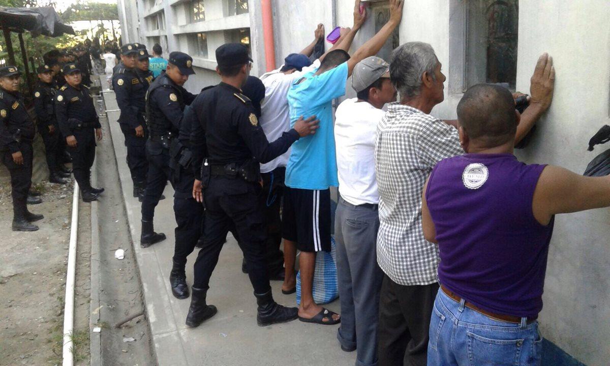 Decomisan drogas y teléfonos móviles en cárcel de Puerto Barrios