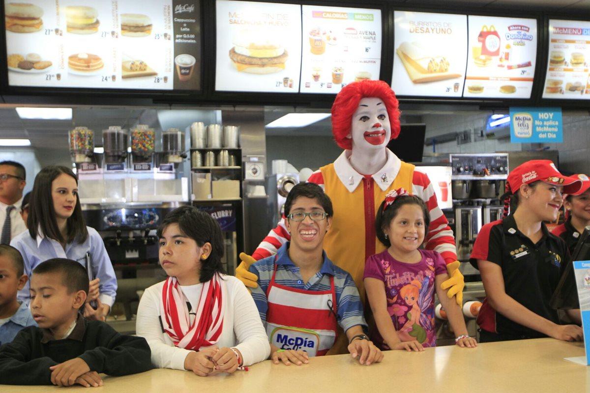 La 17 edición del McDía Feliz busca recaudar fondos para apoyar a organizaciones que trabajan en favor de la niñez. (Foto Prensa Libre: Edwin Bercián)