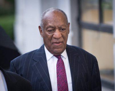 El comediante estadounidense Bill Cosby llega a los juzgados del condado de Montgomery en Norristown, Pensilvania, donde hoy fue condenado a prisión por abusos sexuales. (Foto Prensa Libre: EFE)