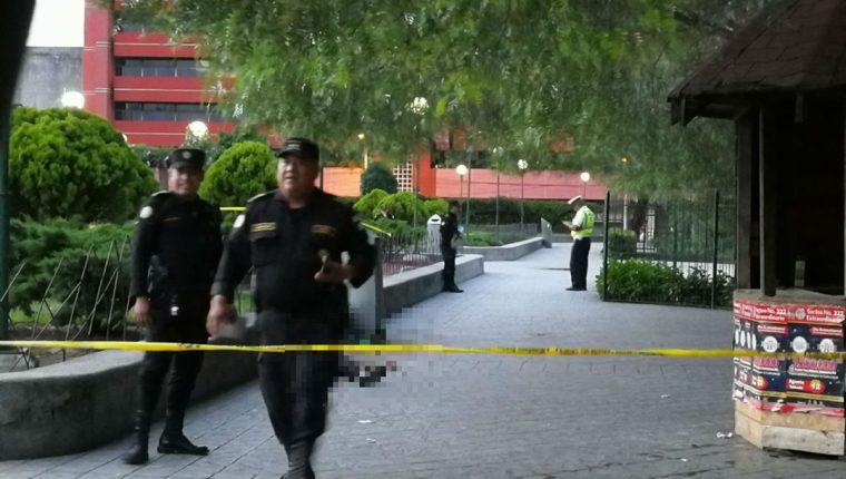 PNC cerró el parque, a la espera de los peritajes de la Fiscalía. (Foto Prensa Libre: Óscar Rivas)