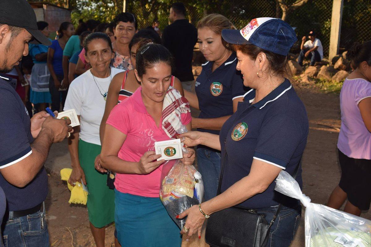 Alcaldes preparan su reelección con entrega de víveres