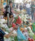 Según el INE en octubre se redujo el costo de la Canasta Básica de Alimentos, generando dudas por coincidir en el periodo de discusión del salario mínimo. (Foto Prensa Libre: Hemeroteca PL)
