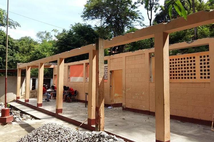 Las mejoras a una escuela en Zacapa están paralizadas por el retraso financiero. (Foto Prensa Libre: Hemeroteca PL)