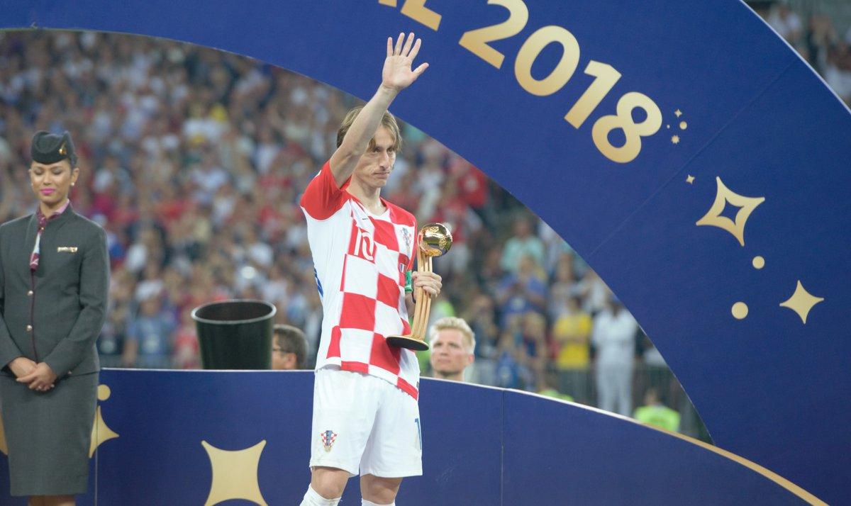 Luka Modric fue galardonado como el mejor jugador del Mundial de Rusia 2018. (Foto Prensa Libre: Twitter @HNS_CFF)