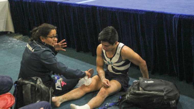 Jorge Vega, después de sufrir un golpe en la rodilla derecha. (Foto Prensa Libre: Cortesía ACD)