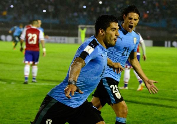 El uruguayo Luis Suárez fue la gran figura de su selección contra Paraguay. (Foto Prensa Libre: AFP)