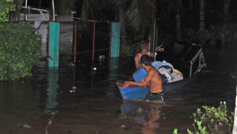 Las torrenciales lluvias en la costa sur de San Marcos y Quetzaltenango afectaron a cientos de personas. (Foto Prensa Libre: Hemeroteca PL)