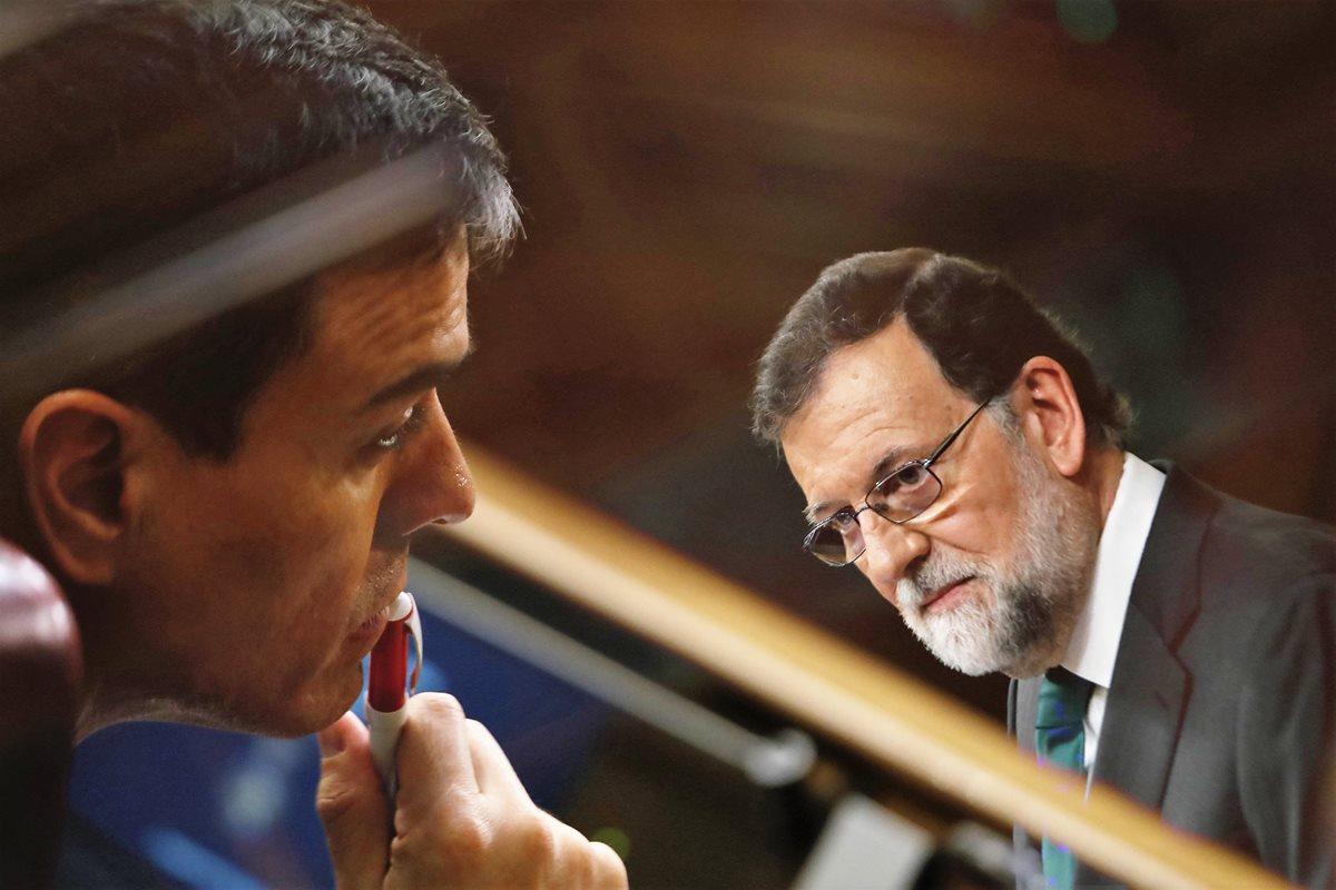 Pedro Sánchez recibe muestras de apoyo y escepticismo tras salida de Mariano Rajoy