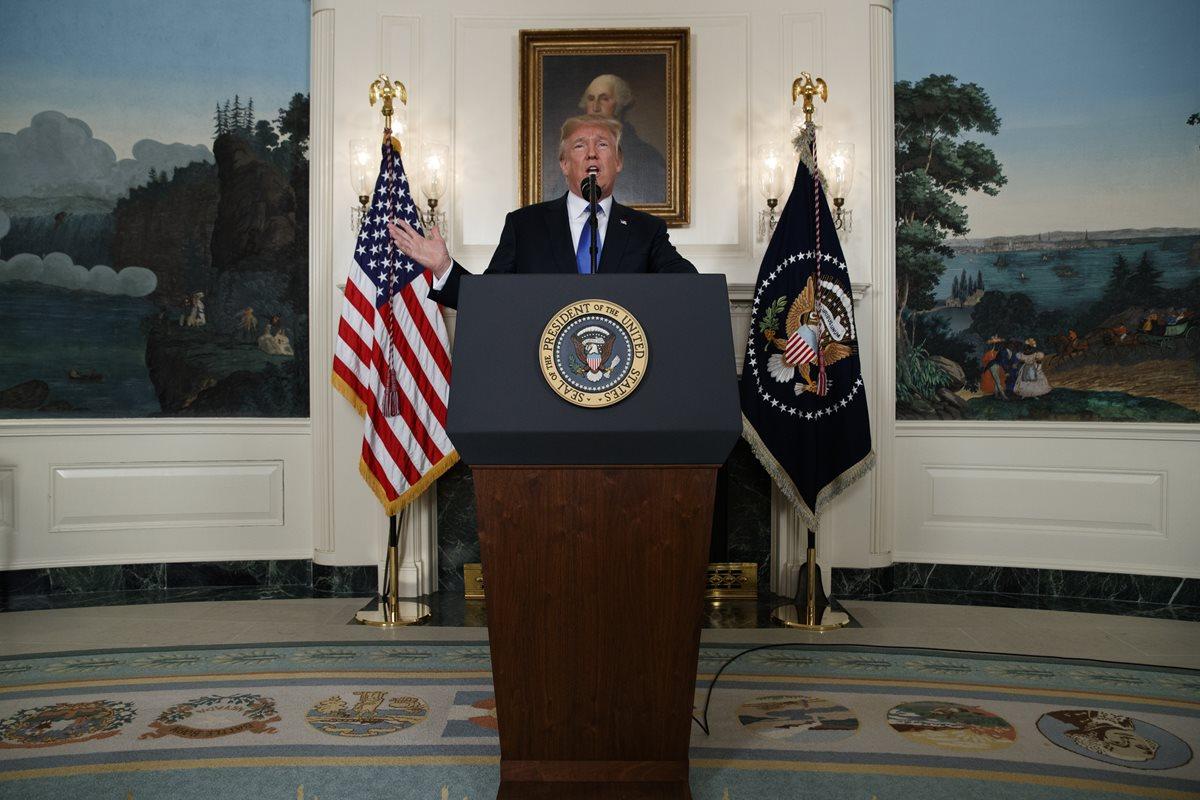 El presidente Donald Trump habla en la Casa Blanca sobre el acuerdo nuclear. (Foto Prensa Libre: AP)