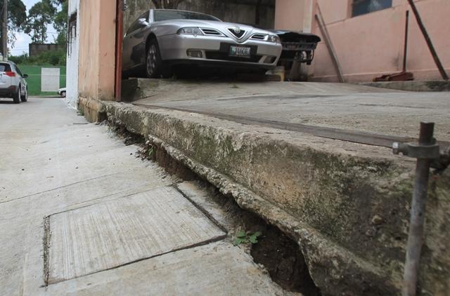 Mecánico invidente señala dificultades por proyecto de pavimentación