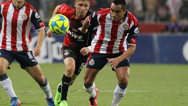 Las Chivas de Guadalajara recibirán el sábado al América a las 21 horas. (Foto Prensa Libre: EFE).