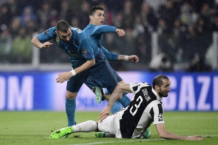 Cristiano Ronaldo se anticipó a Giorgio Chiellini para colocar el 1-0. (Foto Prensa Libre: AFP)