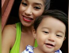 Yazmin Juárez, de 20 años, y su hija Mariee, de 18 meses. (Foto: Arnold & Porter)