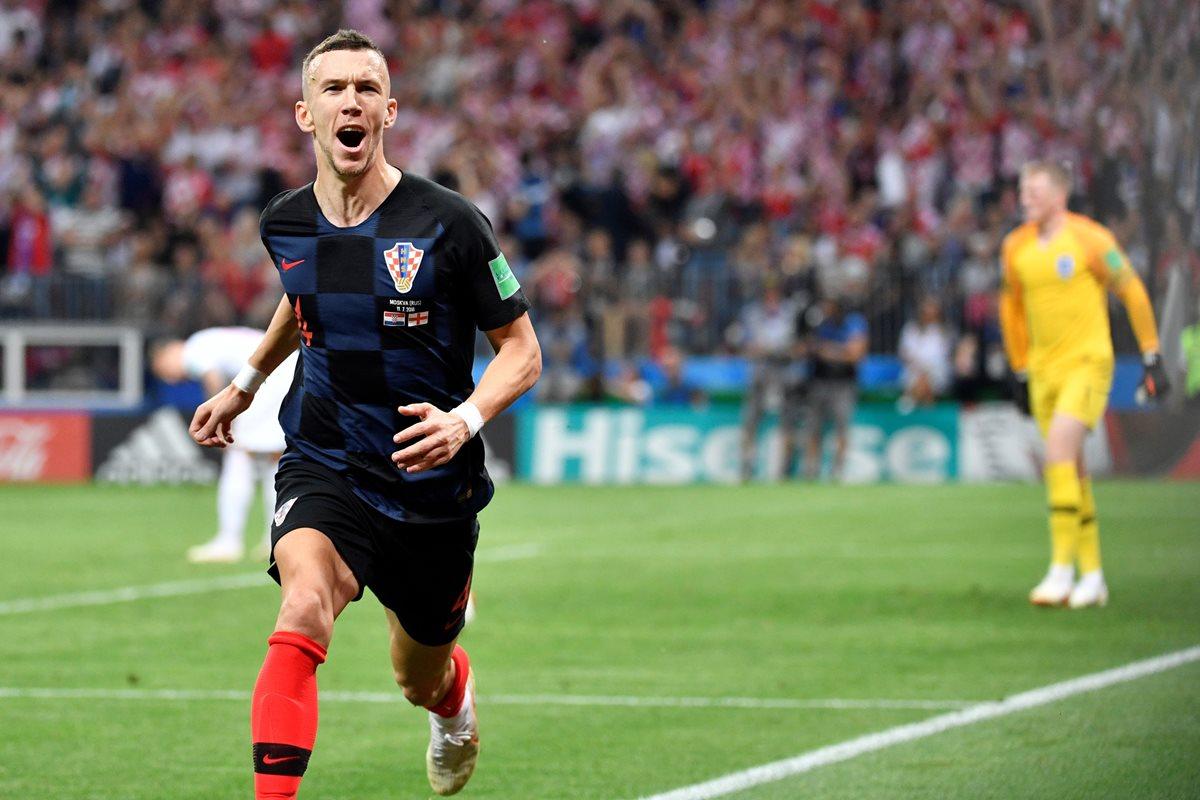 Iván Perisic celebró así el gol que significó el empate para Croacia en la semifinal contra Inglaterra. (Foto Prensa Libre: AFP)