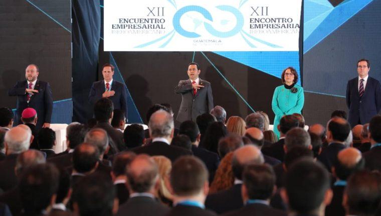 El presidente Jimmy Morales asistió a la cumbre empresarial en el marco de la Cumbre Iberoamericana que se efectúa en Antigua Guatemala. (Foto Prensa Libre: Érick Ávila)