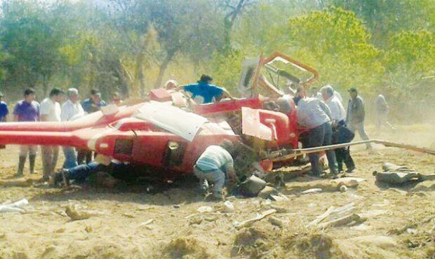 La imagen del helicóptero donde supuestamente viajaba Manuel Baldizón, corresponde a un percance en Argentina en 2013. (Foto Prensa Libre)