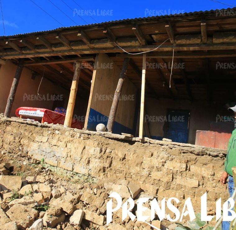 25 viviendas resultaron con daños severos en el país, según el informe preliminar de la Conred. (Foto Prensa Libre: Álvaro Interiano)