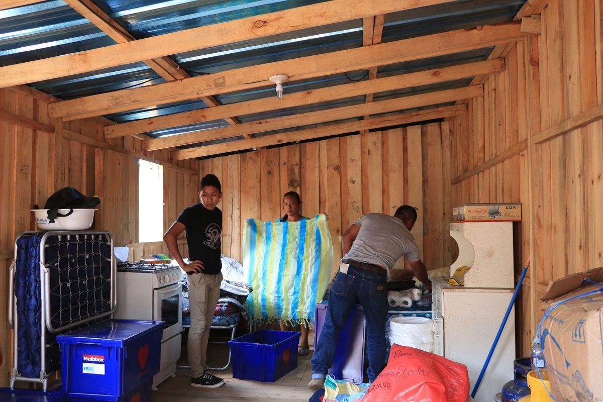 Los afectados por la tragedia del Volcán de Fuego son trasladados a los Atus, mientras se construyen las viviendas que ofreció el Gobierno. (Foto Prensa Libre: Hemeroteca PL)