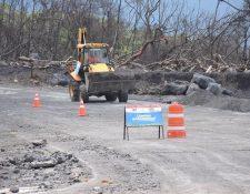 Las lluvias han ocasionado que lahares bajen por las barranca Las Lajas y por la zona cero. (Foto Prensa Libre: Enrique Paredes)
