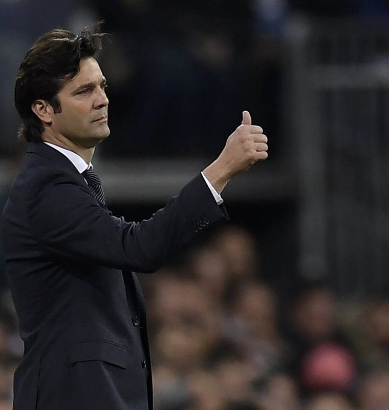 Real Madrid's Argentinian coach Santiago Solari gives a thumbs-up during the Spanish league football match between Real Madrid and Valencia at the Santiago Bernabeu stadium in Madrid on December 1, 2018. (Photo by OSCAR DEL POZO / AFP)