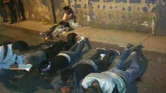 Cuatro presuntos responsables de ataque fueron capturados por la policía. (Foto Prensa Libre: PNC)