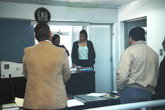 Alfredo Flores esquiva primera audiencia en juzgado civil