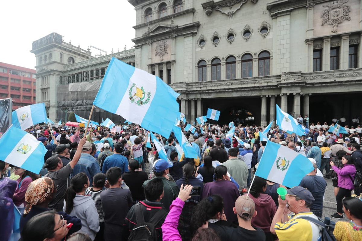 Familias y grupos se reunieron para la manifestación a favor de Cicig. (Foto Prensa Libre: Juan Diego González)