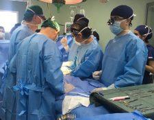 """La segunda etapa de la operación de """"Las Esmeraldas"""" podría durar 18 horas. (Foto Prensa Libre: Hospital Roosevelt)"""